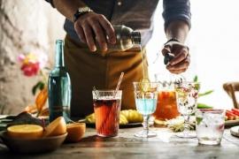 Vychutnajte si príjemný večer s týmito domácimi miešanými drinkami